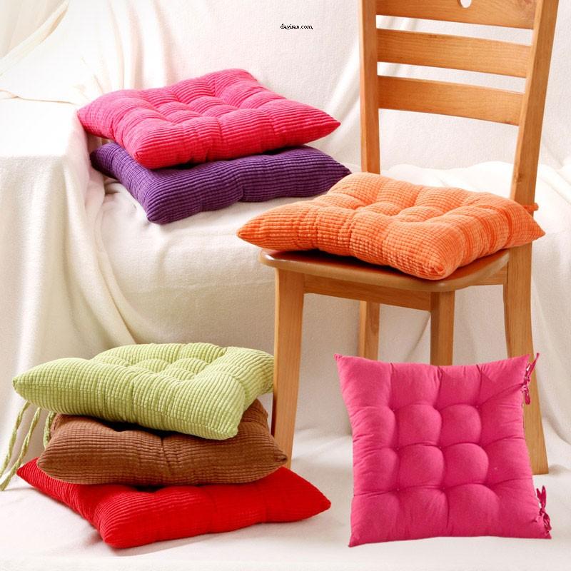 کوسن های صندلی برای تکیه دادن و زیبایی بیشتر محل کار یا منزل استفاده می شوند.