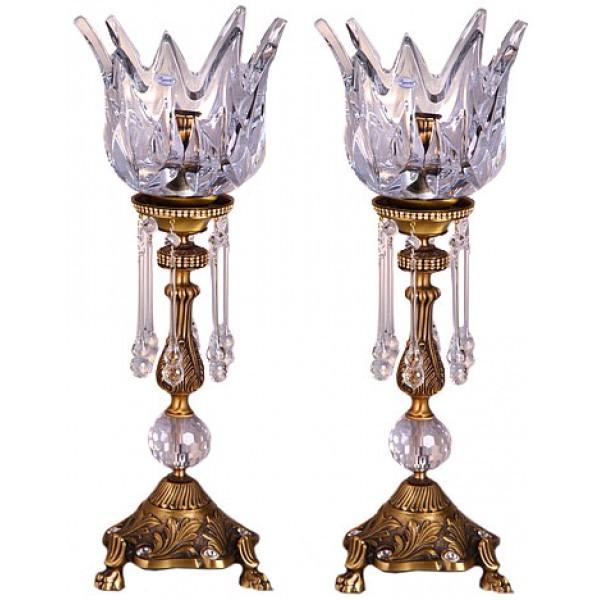 شمع و شمعدان می تواند چوبی، فلزی، شیشه ای و کریستال و یا چوبی باشد.