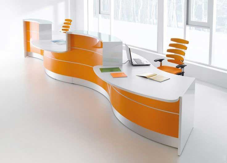 میز پذیرش در ورودی شرکت ها قرار می گیرد.