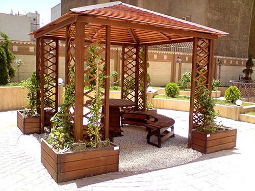 آلاچیق فضای مسقف که بر روی دو یا چند پایه و ستون قرار می گیرد.