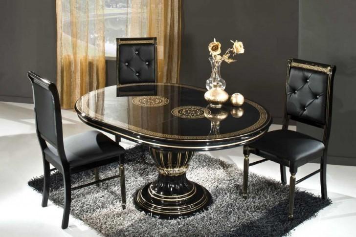 جنس میزهای مناسب برای پذیرایی از چوب و با رنگ های شاد است.