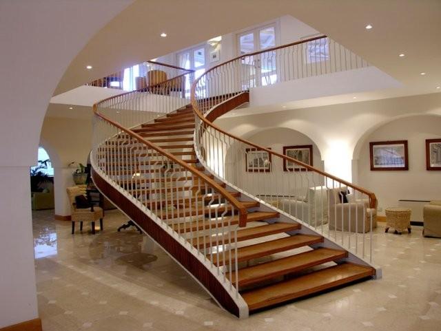 نردبان با متریال های فلزی، pvc و چوبی ساخته می شوند.