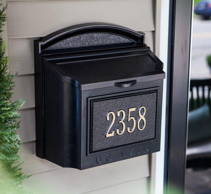 صندوق پستی برای نگهداری نامه و قبض پشت درب نصب می شود.