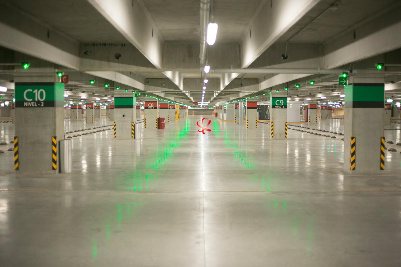 در گاراژهای هوشمند یک نرم افزار جامع سیستم با قابلیت نمایش پلان دو بعدی کامل پارکینگ قرار دارد