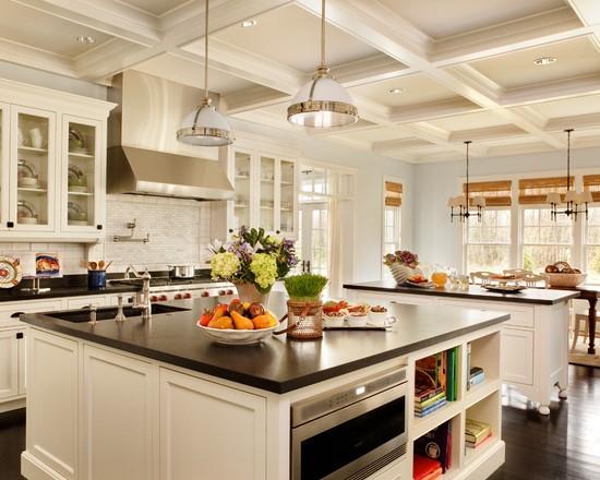 قفسه های آشپزخانه برای استفاده بهینه از فضا و مرتب کردن استفاده می شود.
