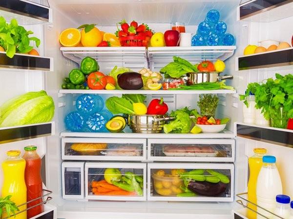 طبق نظر کارشناسان ظروف پلاستیکی برای نگهداری از مواد غذایی مناسب نیستند.